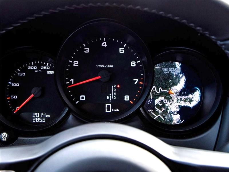 Porsche Macan 2019 приборная панель