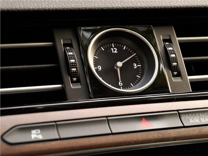 Volkswagen Passat 2015 часы
