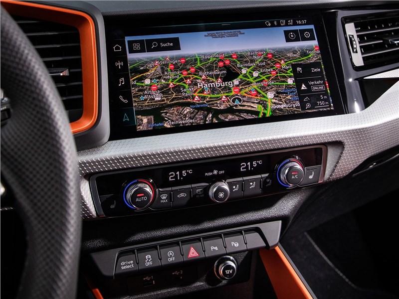 Audi A1 Citycarver 2020 центральная консоль