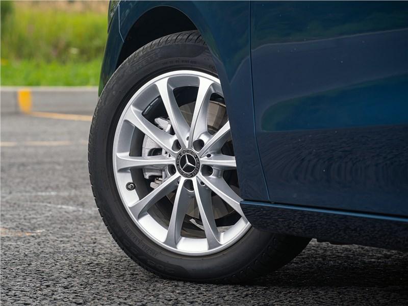 Mercedes-Benz B-Class 2019 переднее колесо