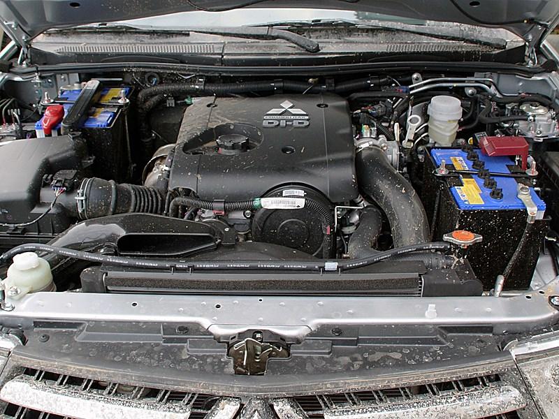 Mitsubishi Pajero Sport 2013 двигатель