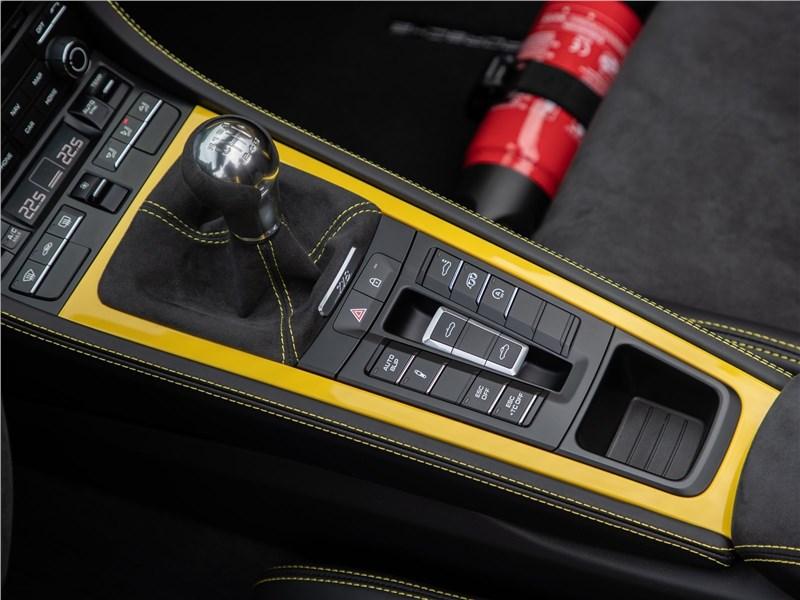 Porsche 718 Spyder 2020 центральный туннель