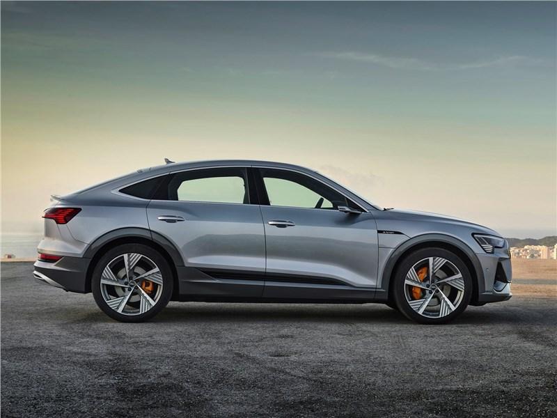 Audi e-tron Sportback 2021 вид сбоку