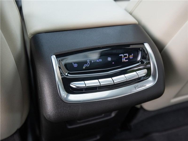 Cadillac XT6 2020 климат для пассажиров