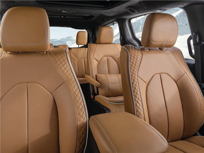 Chrysler Pacifica 2021 кресла