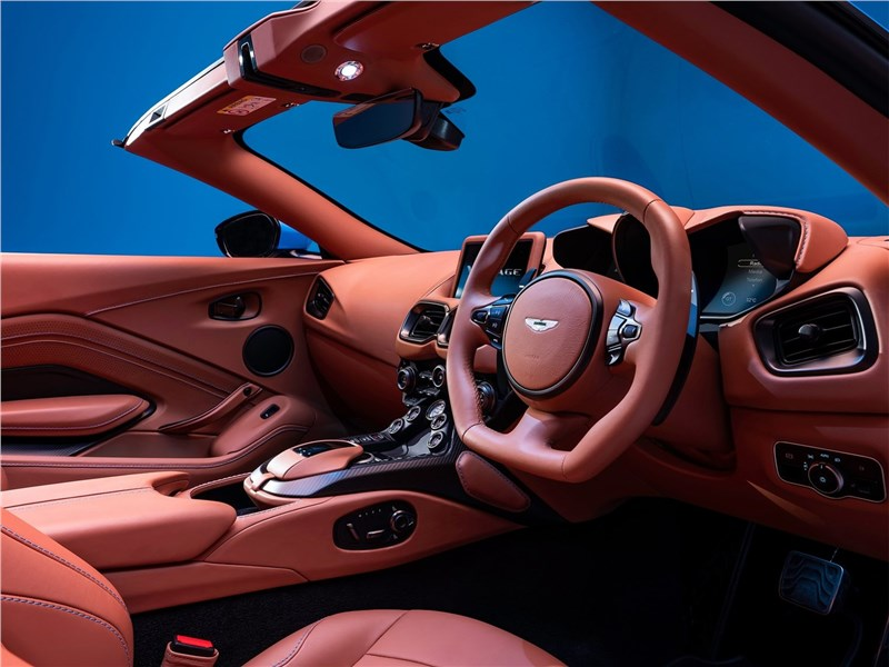 Aston Martin Vantage Roadster 2021 салон
