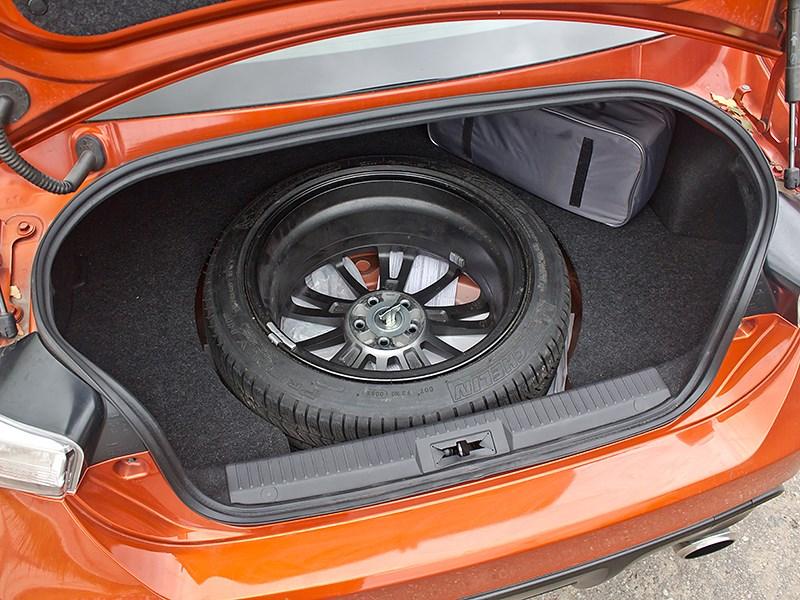 Toyota GT86 2012 багажное отделение