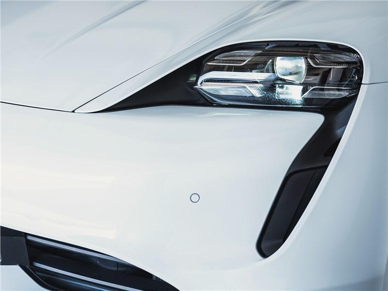 Porsche Taycan 2020 передняя фара