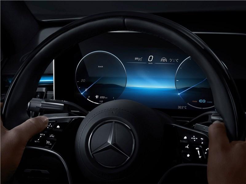 Mercedes-Benz S-Class (2021) приборная панель