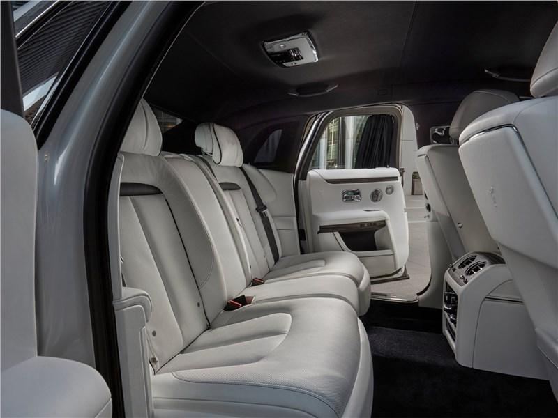 Rolls-Royce Ghost (2021) задний диван