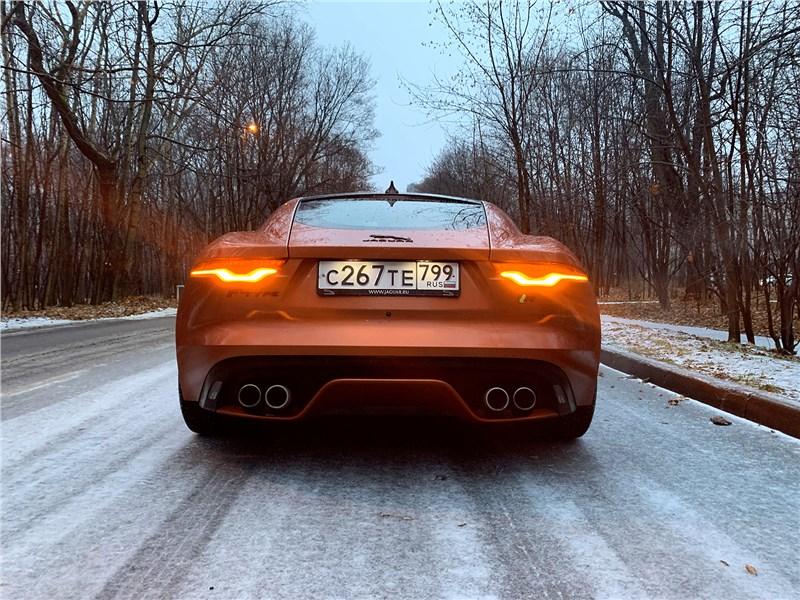 Jaguar F-Type 2021 вид сзади
