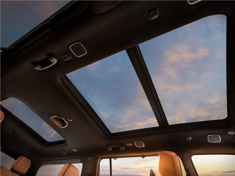 Jeep Grand Wagoneer (2022) панорамная крыша