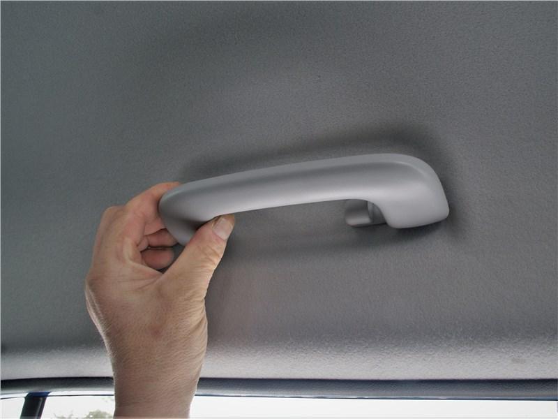 Kia Rio X (2020) ручка на потолке