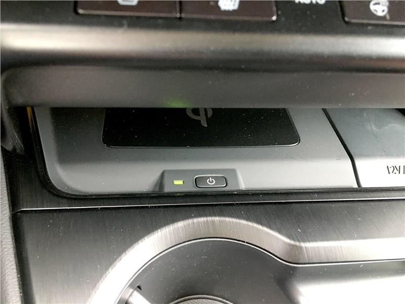 Lexus UX 250H (2019) кнопка «сеть»