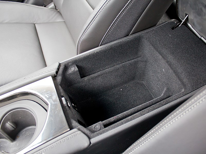 Cadillac ATS 2012 бокс в подлокотнике