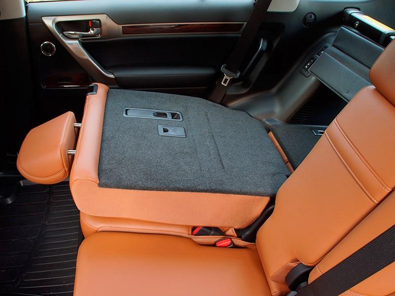 Lexus GX 460 2014 складывание спинки заднего дивана