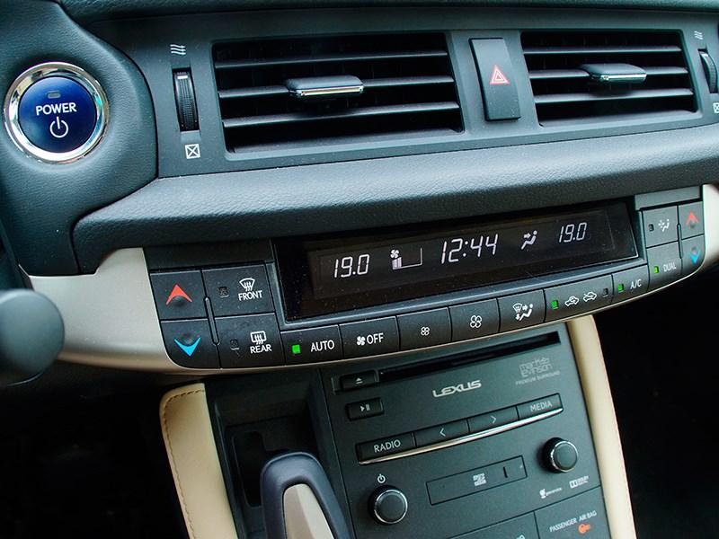 Lexus CT 200h 2014 климат-контроль