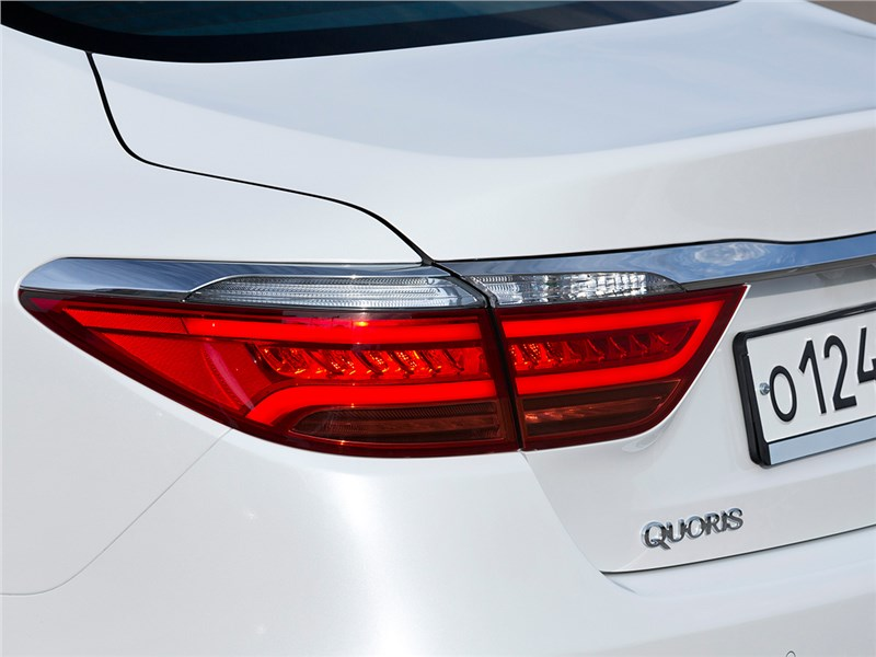 Kia Quoris 2015 задний фонарь