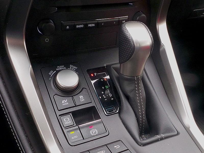 Lexus NX 2014 селектор трансмиссии