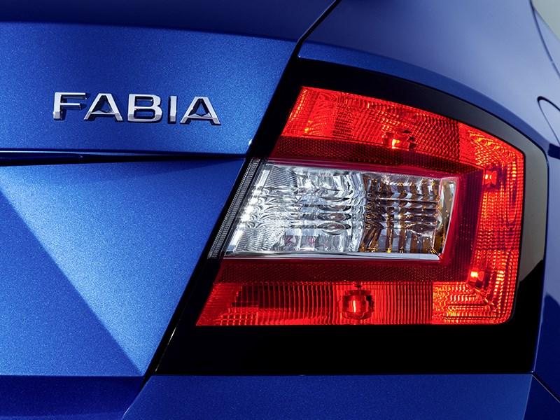Skoda Fabia 2015 задний фонарь
