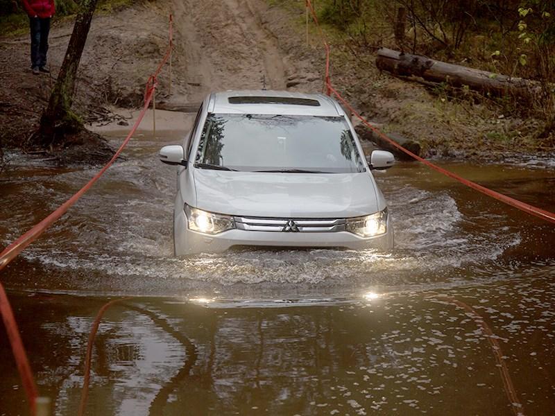 "Mitsubishi Outlander 2014 ""в брод"""