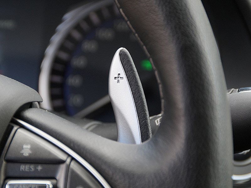 Infiniti Q50S Hybrid 2013 подрулевые лепестки