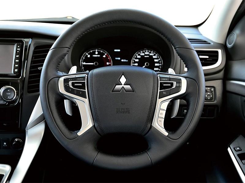 Mitsubishi Pajero Sport 2016 руль