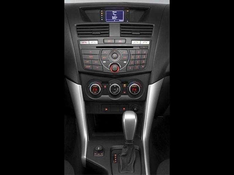 Mazda BT-50 2015 центральная консоль