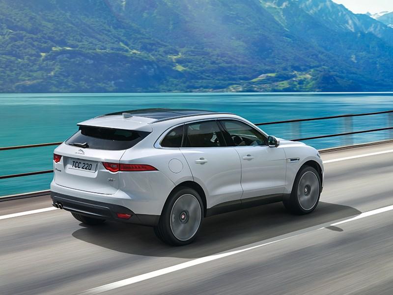 Jaguar F-Pace 2016 вид сзади сбоку