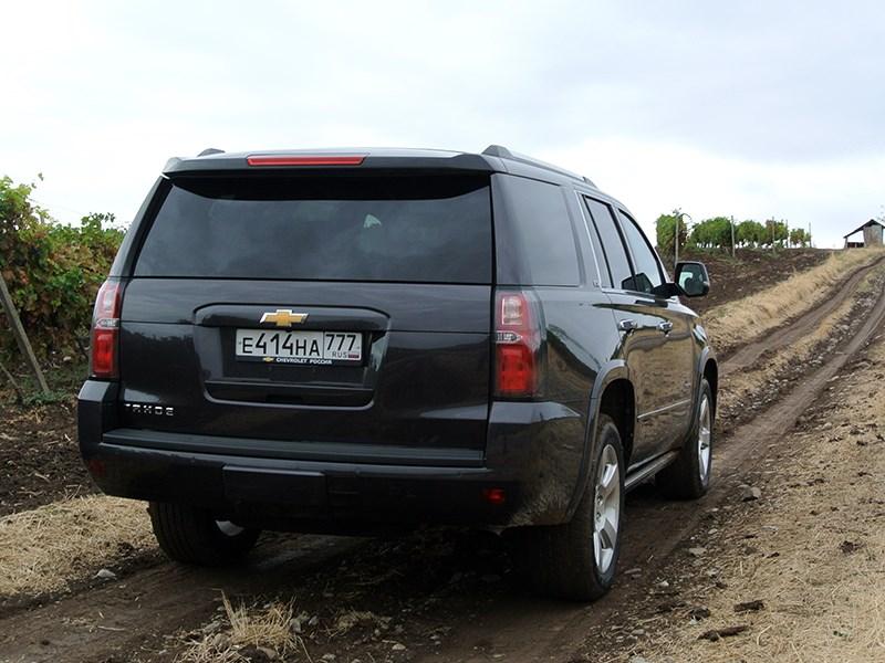 Chevrolet Tahoe 2015 вид сзади