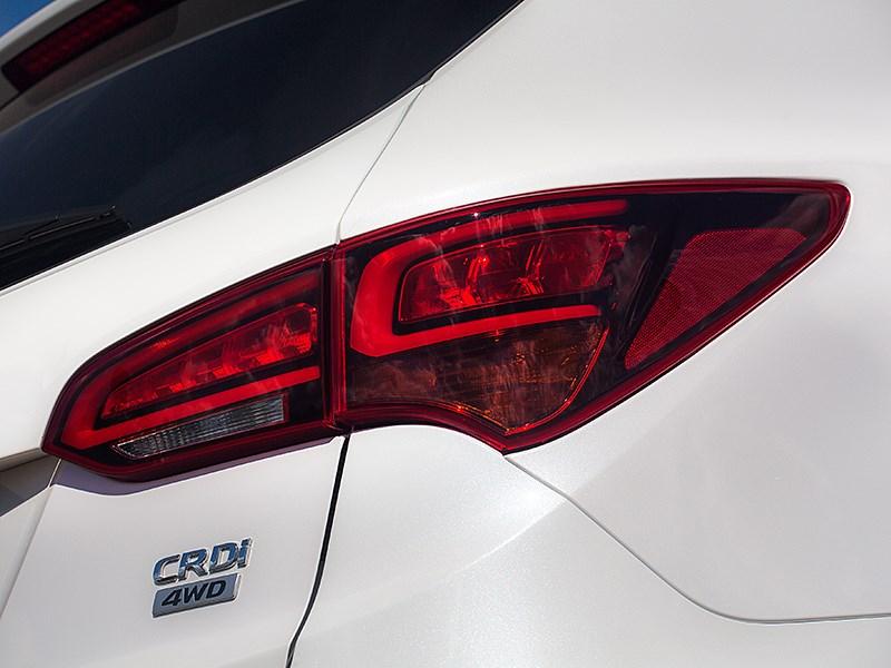 Hyundai Santa Fe 2015 задний фонарь