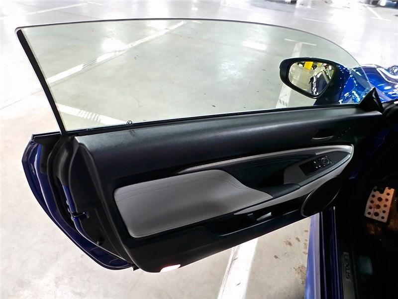 Lexus RC F Sport 2014 передняя дверь