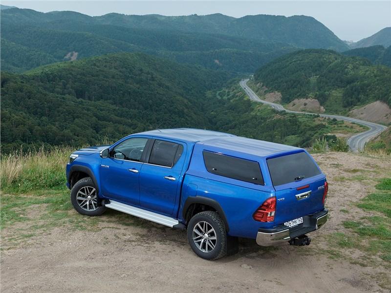 Toyota HiLux 2016 вид сзади сверху