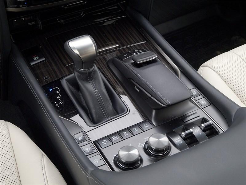 Lexus LX 2016 органы управления