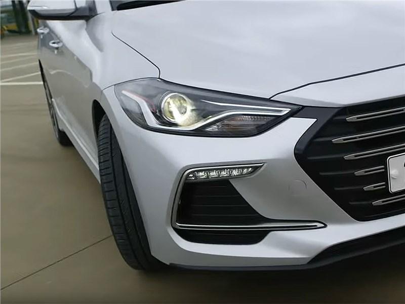 Hyundai Elantra Sport 2017 передняя фара