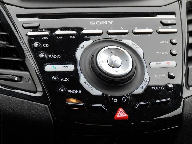 Ford Fiesta sedan 2015 центральная консоль