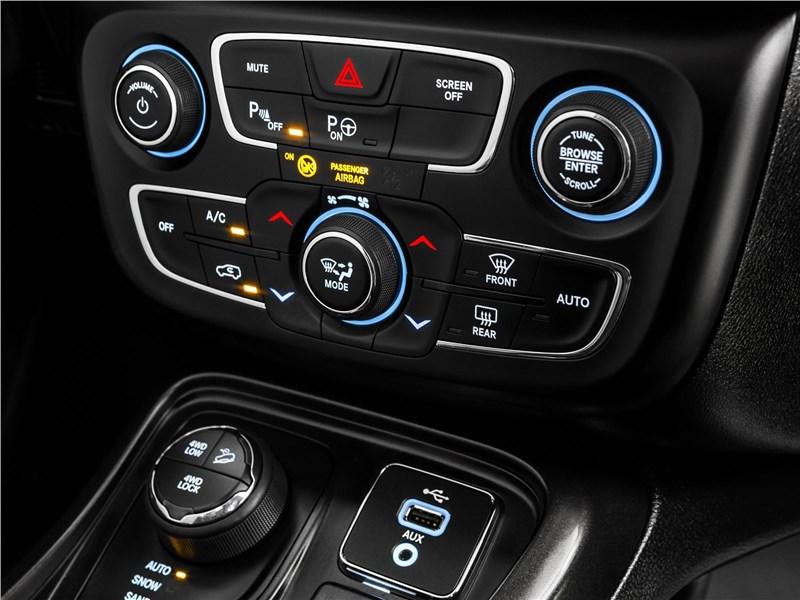 Jeep Compass 2017 центральная консоль