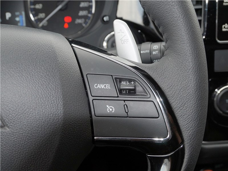 Mitsubishi Outlander 2016 руль