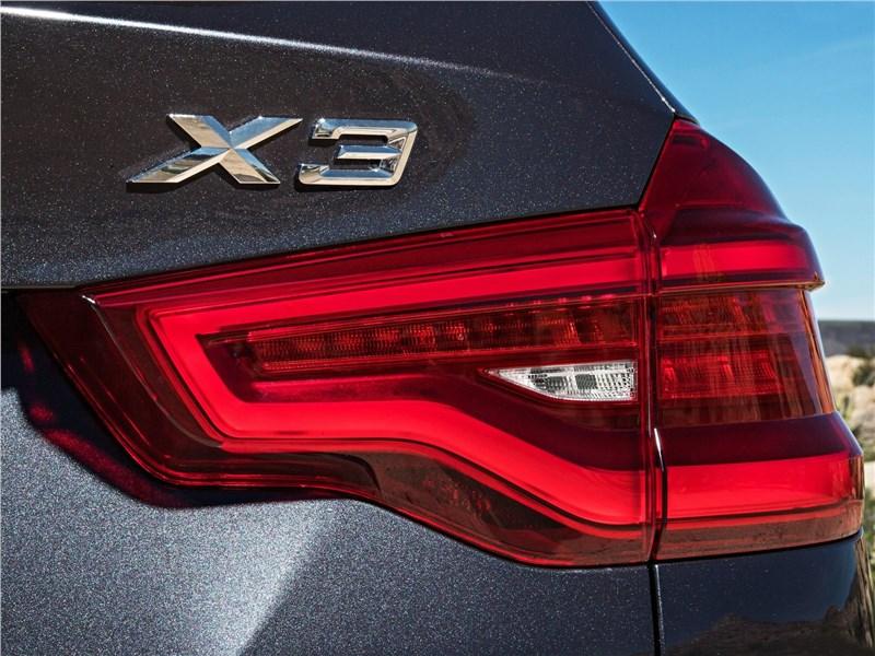 BMW X3 2018 задний фонарь