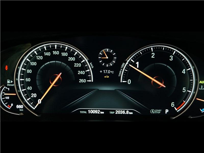 BMW 520d 2017 приборная панель