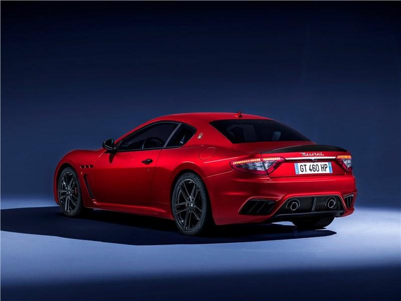 Maserati GranTurismo 2018 вид сзади сбоку