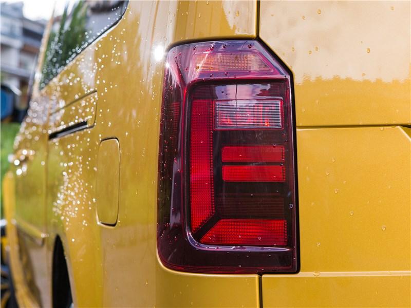 Volkswagen Caddy Family Maxi 2016 задний фонарь
