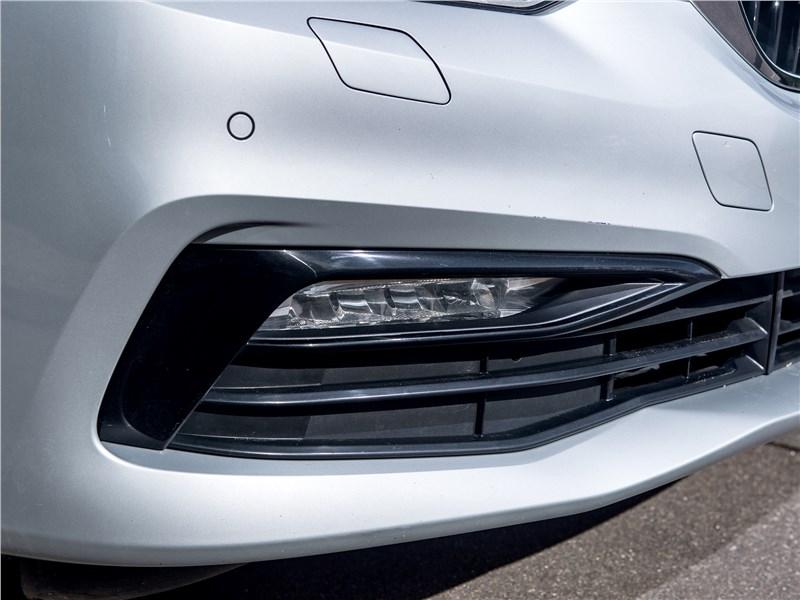 BMW 520d xDrive 2017 передние противотуманки