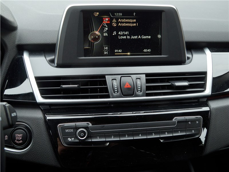 BMW 2 Series Active Tourer 2017 монитор