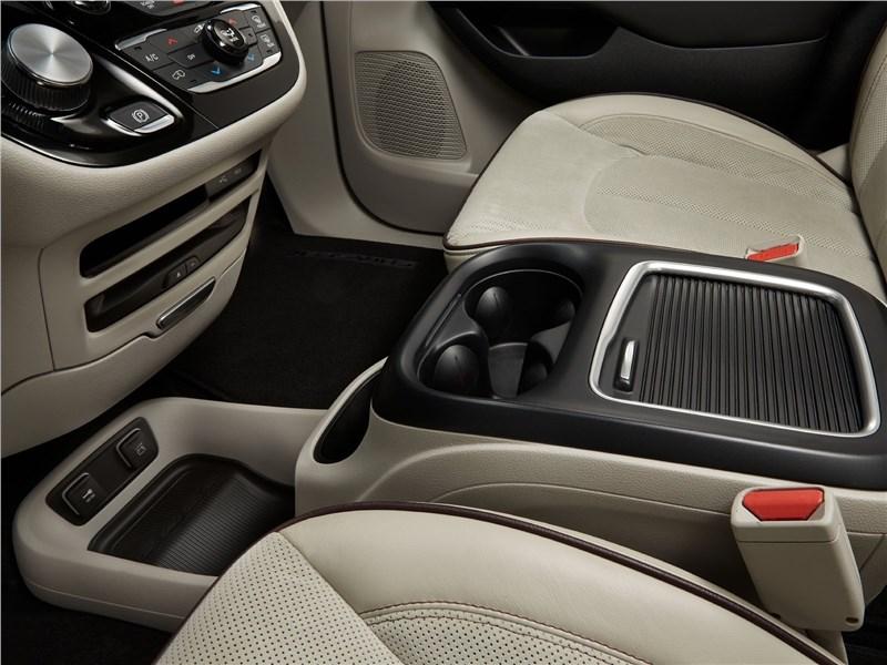 Chrysler Pacifica 2017 подстаканники