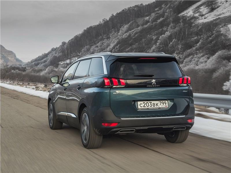 Peugeot 5008 2017 вид сзади