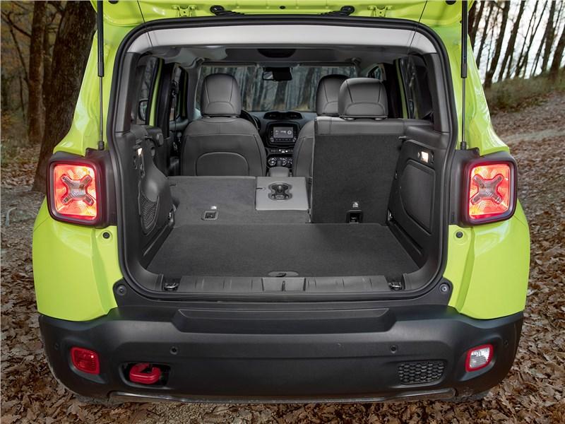 Jeep Renegade Trailhawk 2015 багажное отделение
