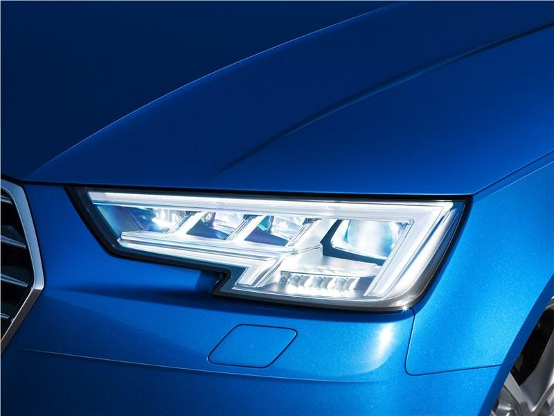 Audi A4 2016 передняя фара
