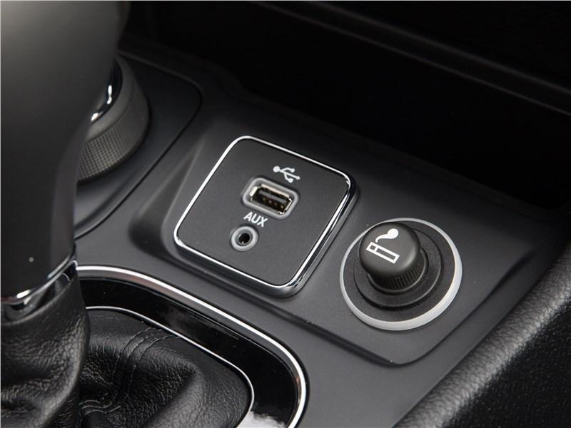 Jeep Cherokee 2019 разъемы USB и AUX