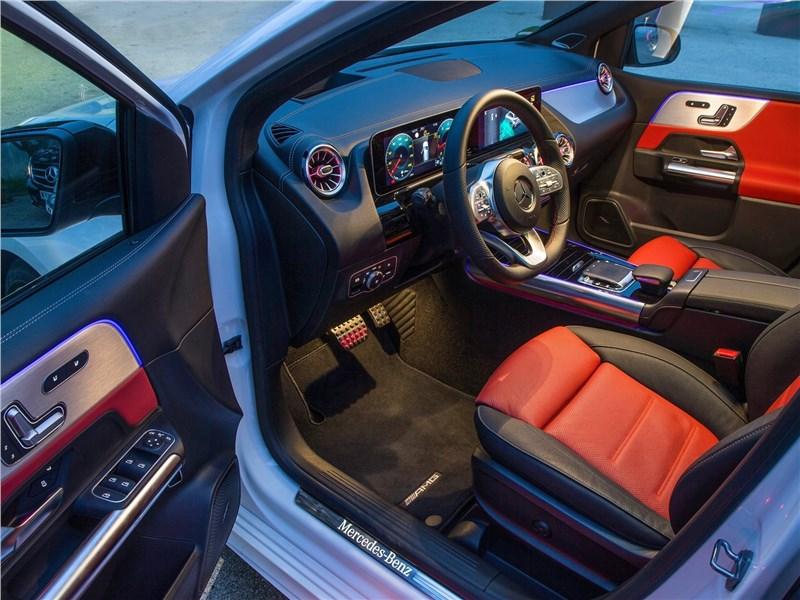 Mercedes-Benz B-Class 2019 водительское место